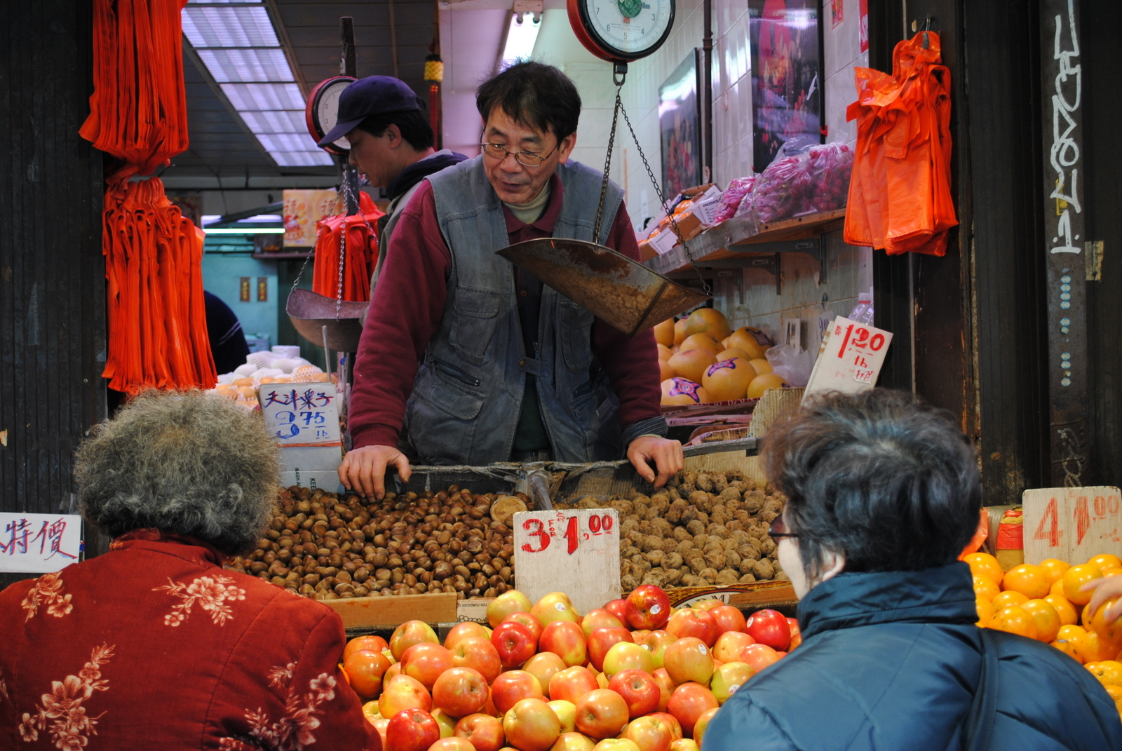 Chinatown-NYC-New-York-Fruit-Vendor