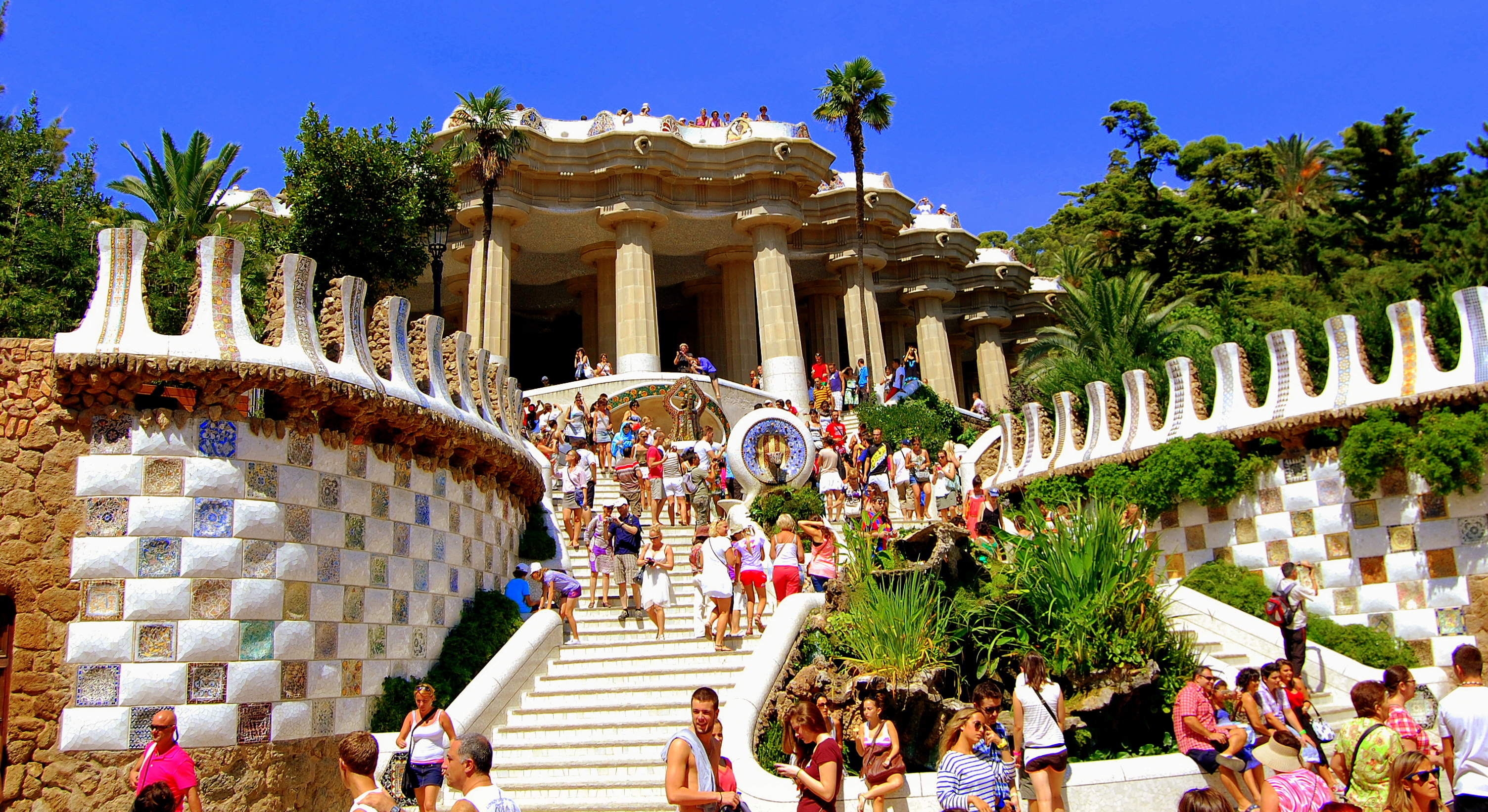 Parc-Guell-Staircase-Wiki