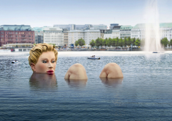 alster_lake giant_woman_sculpture_