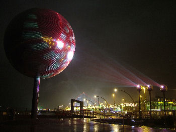 blackpool_illuminations_mirrorball_red2