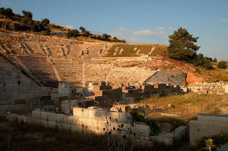 amphitheatre-bodrum-near-sunset