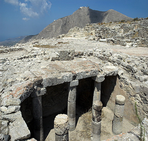 ancient_ruins_of_thira
