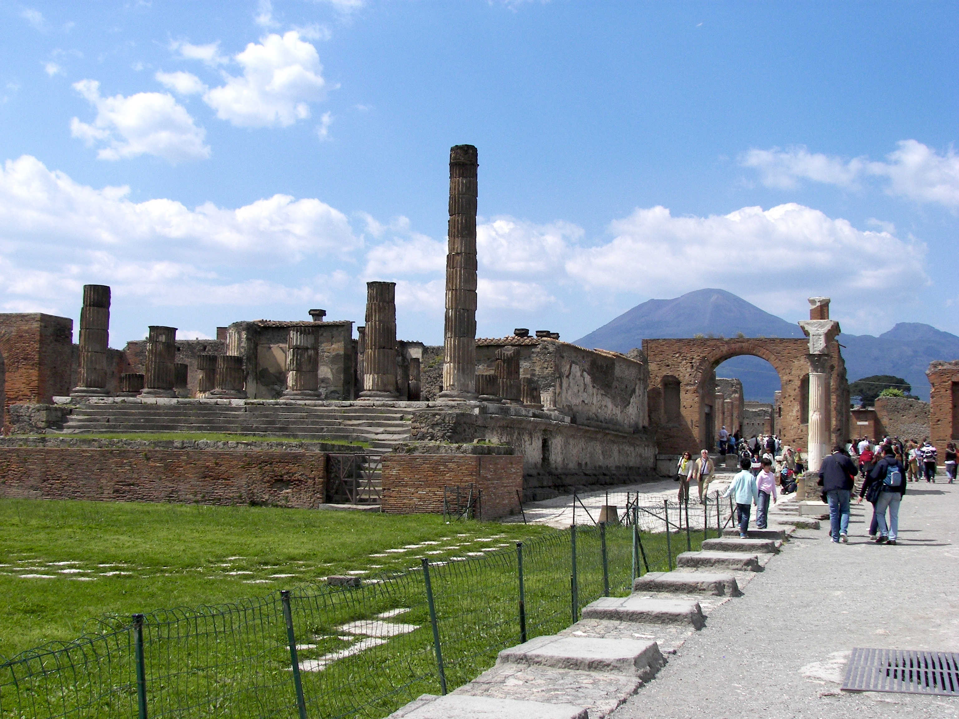 Forum_in_Pompeii_2