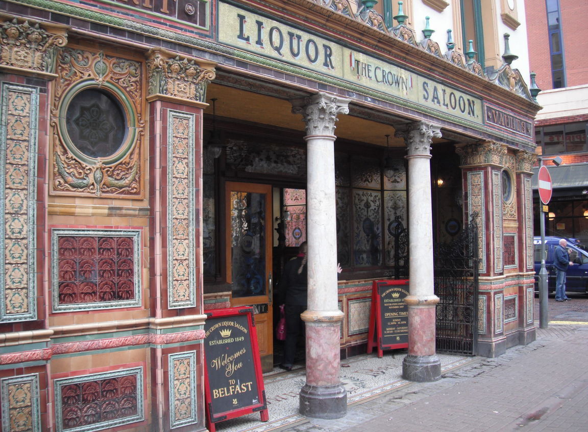 crown-liquor-saloon-belfast-united-kingdom+1152_12767441096-tpfil02aw-3202
