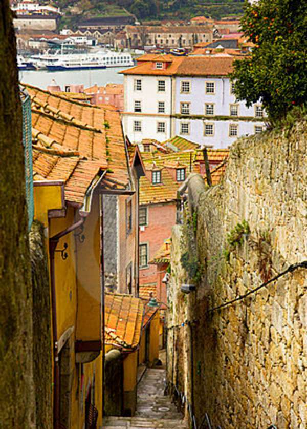 street-old-town-porto-portugal-23667432
