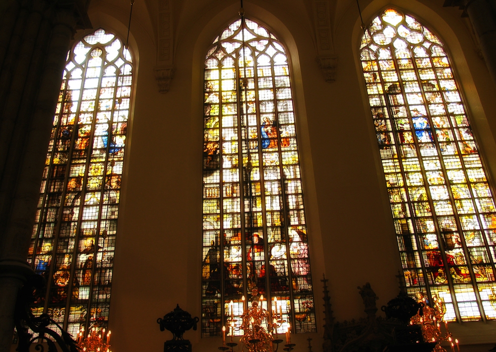 2-tongeren-curch-stained-glass-2-wm