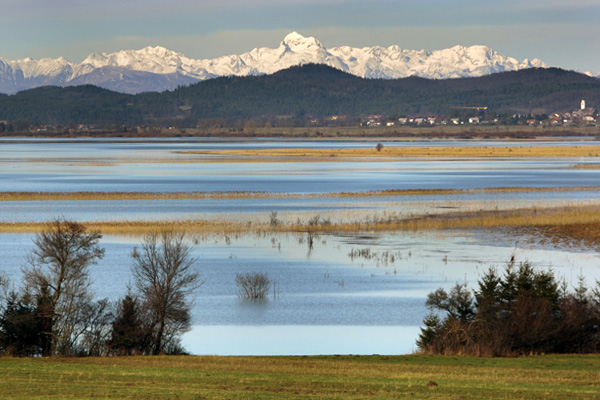 Slovenia_natural_attractions_lakes_cerknica