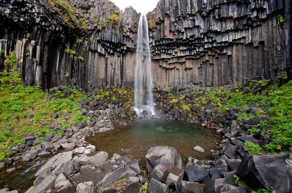 Svartifoss-waterfall-or-Black-Fall-in-the-Skaftafell-National-Park-in-south-Iceland