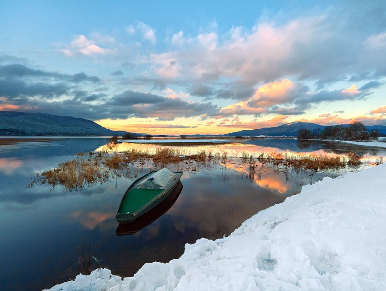 lake_cerknica_by_es_art-d33qiw9