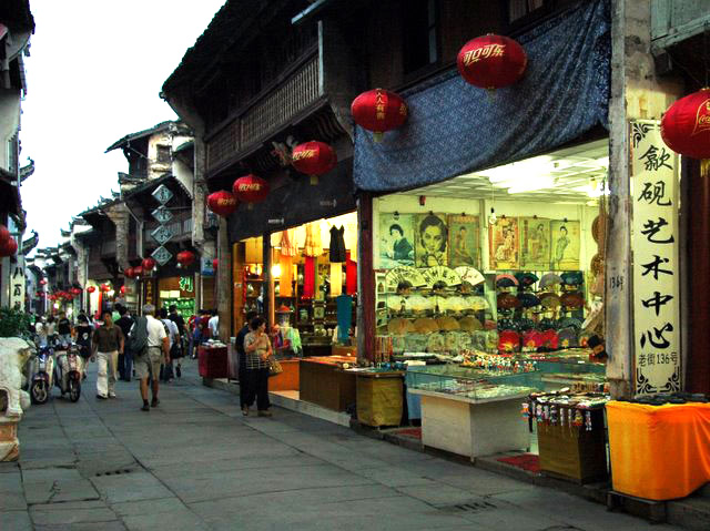 Tunxi_ancient_street_at_dusk